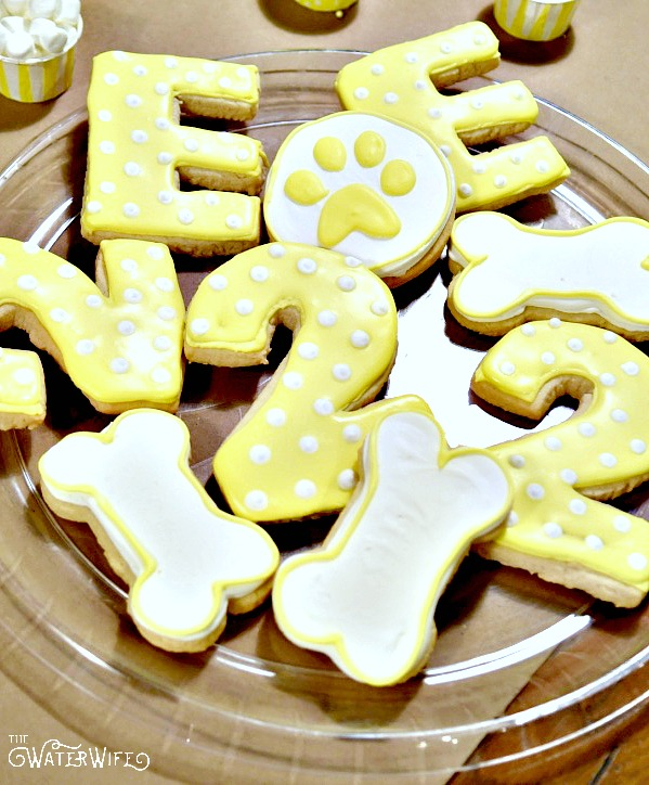 Adorable yellow and white puppy dog party cookie ideas.
